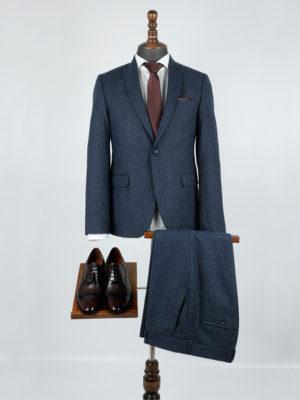 костюм синего цвета